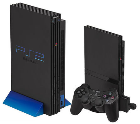PlayStation 2 (foto Evan-Amos, public domain)