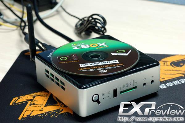 Porovnání velikosti zařízení se standardním kompaktním diskem, zdroj EXPreview.com