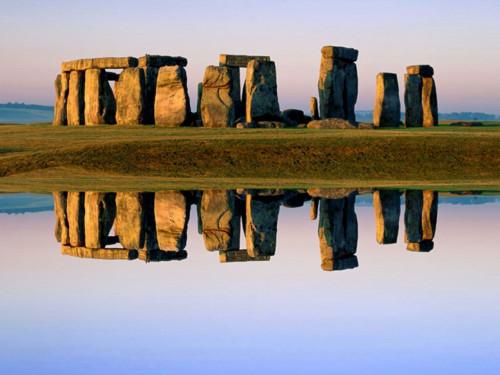 Stonehenge i s odrazem