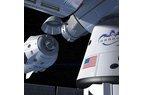 Pilotovaná loď Crew Dragon se blíží ke stanici ISS, kde je připojen nákladní Dragon (umělecká představa, wikimedia.org)