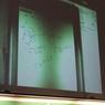 Asus Eee Note zobrazený na projektoru, aby ho všichni v sále viděli