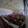 Plný přednáškový sál i na konci dne